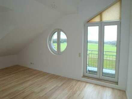 Begehrte Dachwohnung mit Balkon und Einbauküche und unverbautem Blick!