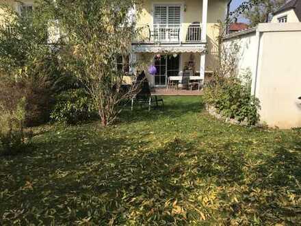 Exklusive, geräumige und gepflegte 4-Zimmer Wohnung auf zwei Etagen mit Garten in Hadern