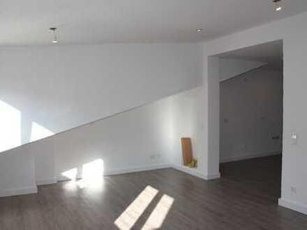 Frisch renovierte Eigentumswohnung in 4 Parteien-Haus