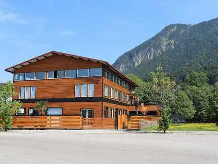 Hochmodernes Wohn- und Gewerbegebäude