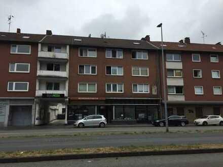 Ladenlokale und Hofgebäude mit Mehrfamilienhaus in der Gelsenkirchener Innenstadt