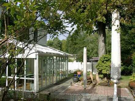 POCHERT IMMOBILIEN - Das Haus im Haus: Exklusives Wohnen mit herrlichem Garten