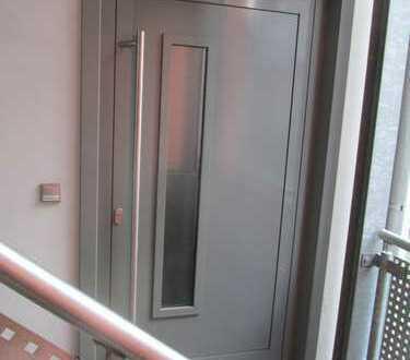 Preiswerte, geräumige und neuwertige 2-Zimmer-Wohnung mit Balkon in Schleusingen