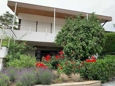 Kurzfristig beziehbares, großzügiges Einfamilienhaus mit Garage in stadtnaher Randlage