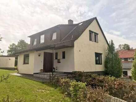 Traumhaus für Familien mit 2 EBK, großem Garten und neuer Doppelgarage (2 Wohneinheiten möglich)