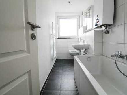 Frisch sanierte, helle 3 Zi. Wohnung mit Loggia und TGL-Bad