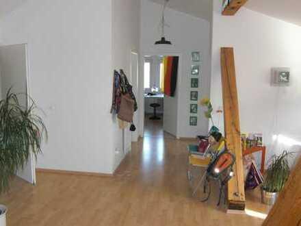 offene, schicke, helle Dachwohnung mit Loftcharakter