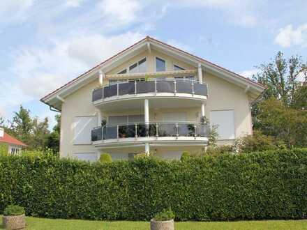 Traumhafte großzügige Dachgeschosswohnung mit 4 Zimmern mit bezaubernder See- und Bergsicht