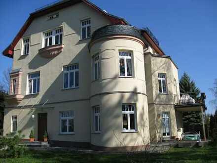 Exclusive Etagenwohnung in schöner Villa mit großen Garten