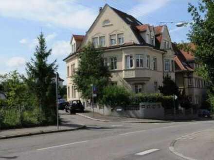 Charmante 2-Zimmer-Dachgeschoßwohnung in einer stilvollen Villa aus der Jahrhundertwende