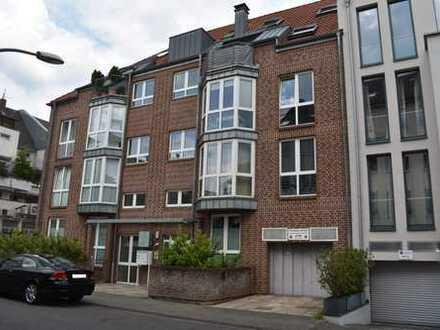 Schöne helle 4-Zimmer-Maisonette-Wohnung in idealer Lage zwischen Einkaufszeile und Stadtwald