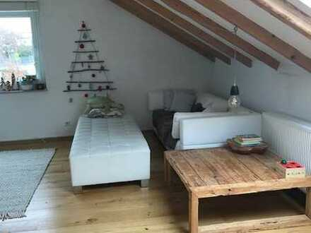 Renovierte 5-Zimmer-Dachgeschosswohnung in Grafenberg*Hell und gemütlich mit Einbauküche