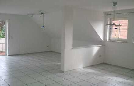 Neuwertige 4-Zimmer-Wohnung mit Balkon und EBK in Stegaurach