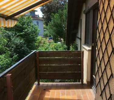 Gepflegte 2,5-Zimmer-DG-Wohnung mit Balkon, Einbauküche und Carport in Würzburg - Heidingsfeld