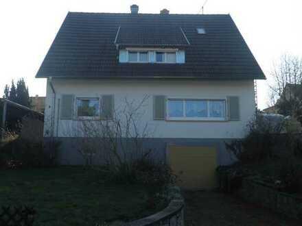 Schöne helle 3 Zimmerwohnung, großer Schopf,in freistehendem 2-Familienhaus mit Terrasse und Garten