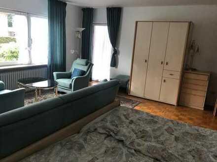 Möbliertes Zimmer 1 in Doppelhaus mit Garten