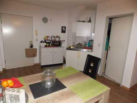 Kapitalanlage, Hockenheim: Vermietete 1-Zimmer-Wohnung im DG, Pers.-Aufzug+Keller