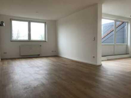 KR-BOCKUM: Modern sanierte & große 3ZKDB-Wohnung + gr. Sonnenloggia (Bj. 2006)