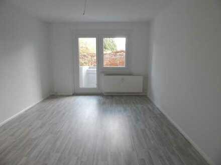 BONUS: 400 € geschenkt! 4-Raum Wohnung mit Balkon für die ganze Familie, EBK möglich