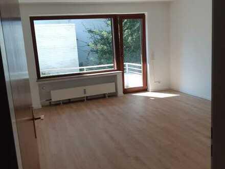 Erstbezug nach Renovierung: stilvolle 3-Zimmer-Parterre -Wohnung mit Balkon in Düsseldorf