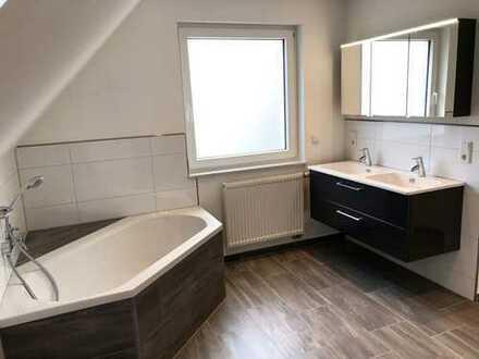 Erstbezug nach Kernsanierung: Eigener Hauseingang, NEUE Einbauküche, wunderschönes Bad