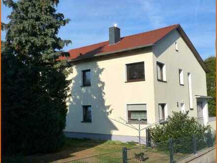 Gepflegtes und saniertes Zweifamilienhaus mit Werkstatt, Garagen und großem Garten in ruhiger Lage