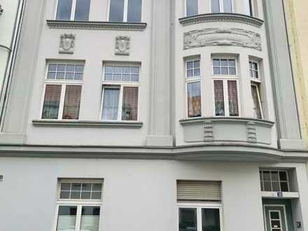 Stilvolle, gepflegte 4-Zimmer-Wohnung mit Balkon und EBK in Raderberg, Köln