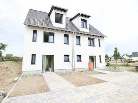 1-A Lage... 1-A Aufteilung... 1-A Ausstattung... komfortable Neubau-Doppelhaushälfte in Waldsee