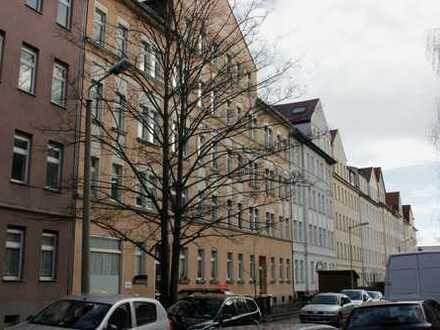 2-Zimmer- Dachgeschosswohnung mit Balkon und Einbauküche in Leipzig - Altwest zu vermieten