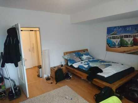 ***KLINIKVIERTEL--Pendlerapartment mit Balkon, Aufzug, weißem Duschbad & kl. Pantryküche***