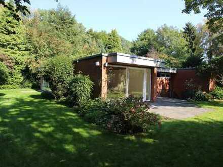 Stadtwaldlage in Müngersdorf, renovierter denkmalgesch. Bauhausstil, freistehend mit 1100 m² Garten