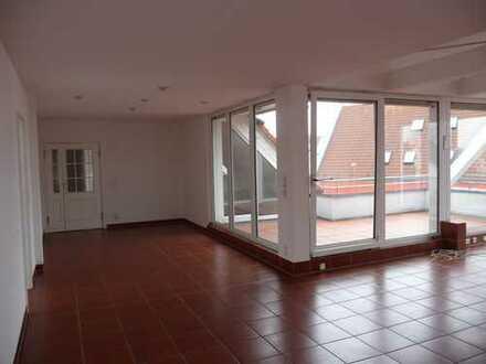 Großzügige 4-Zimmer-Dachgeschosswohnung mit Balkon in Fürth