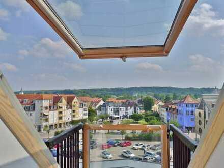 GELB IMMOBILIEN: Helle Dachgeschoß-Maisonette-Wohnung mit Lift & Südbalkon in zentralster Lage