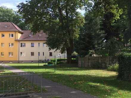 NEU ** modernisierte 2,5- Zimmer-Wohnung- Altbaucharme in ruhiger Lage