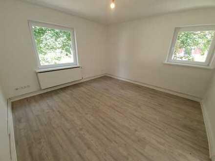 Super günstig - frisch sanierte 2-Zimmer-Wohnung - MEinswarden!