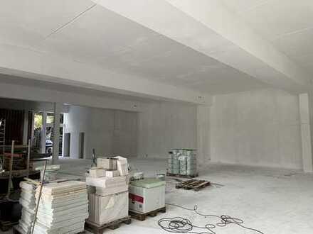 Remseck, Garage-Lager-Halle 270 qm, 15x 18 m, 1 Sektionaltore, WC, Tageslicht