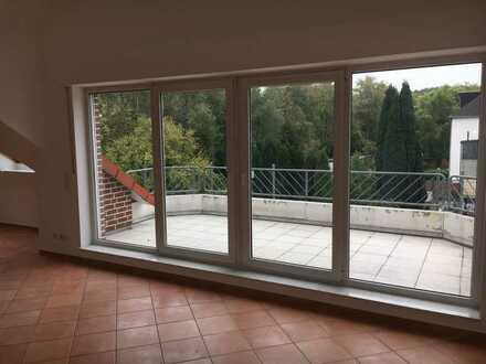 Neuwertige 4-Raum-Penthouse-Wohnung mit Balkon in Herne