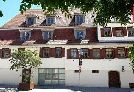 """Entscheiden Sie selbst! Einzigartige 5- Zimmer """"Haus im Haus"""" Wohnung in Ehningen"""