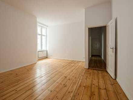 Bezugsfrei! Sanierte 1-Zimmer-Altbau-Wohnung mit Einbauküche und Waschmaschine!