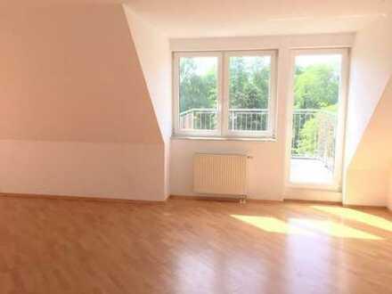 Helle 3-Zimmer Whg. in ruhiger Lage, Dachgeschoss, mit 3 Terrassen, Fahrstuhl