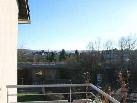 Exklusive, sehr gut gepflegte 3-Zimmer-Wohnung mit Balkon und EBK in Stuttgart-Zuffenhausen