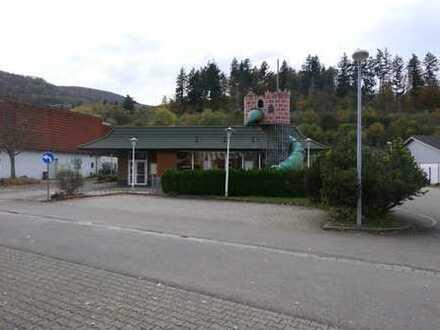 freistehendes Gebäude an der B10 (Ehemaliges Schnell-Restaurant)