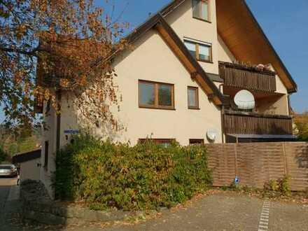 Vollständig renovierte 3-Zimmer-Wohnung mit Balkon und EBK in Oppenweiler
