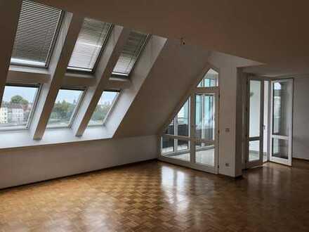 Renovierte Dachgeschosswohnung/Maisonette in Steglitz