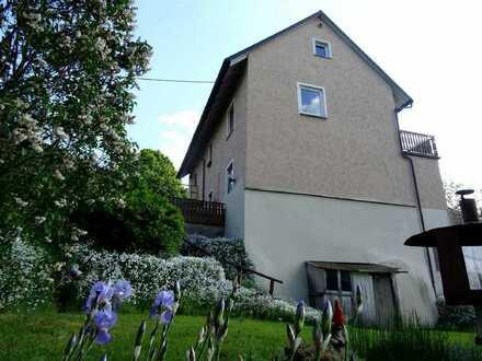 Herrliche Aussichten! Großes Einfamilienhaus bietet neben einem Traum von Garten viel Platz un