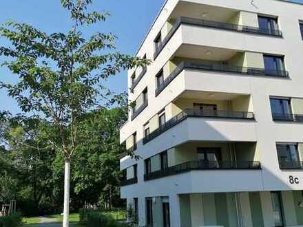 NEUBAU / ERSTBEZUG direkt im Grünen: exklusive 3-Zimmer-Wohnung mit EBK, 2 Bädern und Balkon