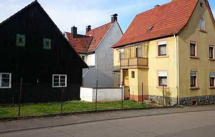 Sehr gut gelegenes Grundstück mit sanierungsbedürftigem Haus und Scheune