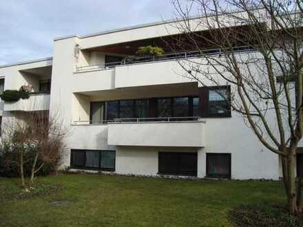Gepflegte 3,5-Zimmer-Hochparterre-Wohnung mit Balkon und Einbauküche in Biberach-Riss (Gigelberg)