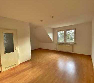 Ideal geschnittene 2-Raum-Wohnung im Dachgeschoss mit Option auf EBK!