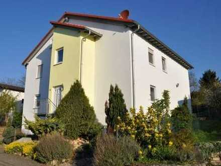 Komfortable und großzügige 5-Zimmer-Wohnung mit Terrasse und Garten in gepflegtem Zweifamilienhaus